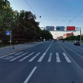 На трамвайных путях у Светлановской площади