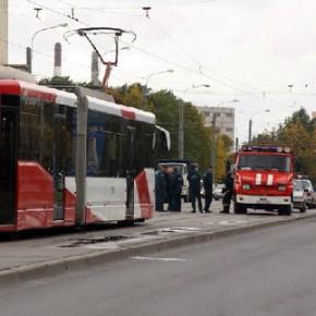 В Купчино в ДТП на трамвайной остановке пострадали 3 женщины