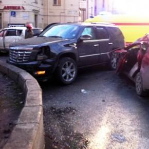 Массовое ДТП на Бабушкина: ранены трое, разбиты 4 машины