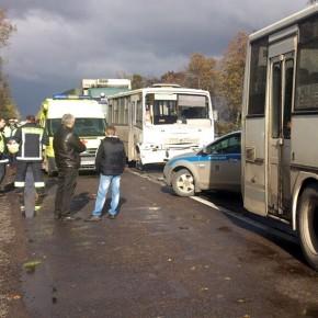 На Московском шоссе столкнулись 5 автомобилей, пострадали 2 человека