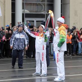 Олимпийский огонь потух несколько раз во время эстафеты в Петербурге
