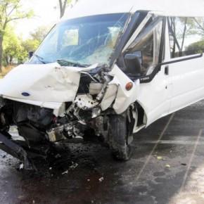 В ДТП с микроавтобусом на Ропшинском шоссе пострадали 9 человек