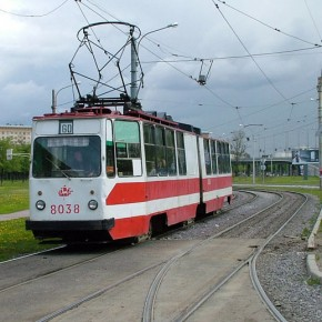 На Маршала Казакова трамвай насмерть задавил пешехода