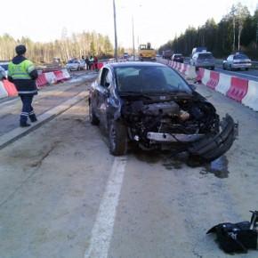 На КАД девушка-водитель сбила группу рабочих: один погиб, трое в больнице