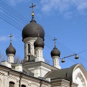 В Петербурге умирающего после ДТП ребенка вместо больницы отвезли в храм