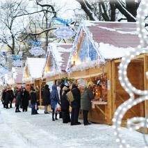 Рождественская ярмарка 2013/2014 на Пионерской площади в Петербурге открыта до 12 января
