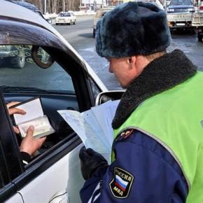 В Петербурге пьяный водитель протащил полицейского по дороге