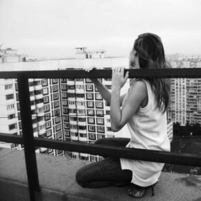 В Колпино упала с крыши и разбилась 15-летняя девушка