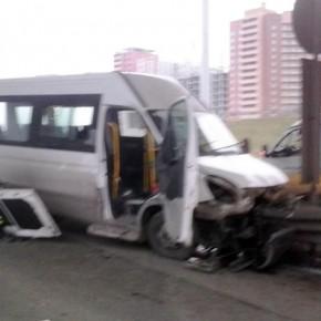 В ДТП на Волхонском шоссе с маршруткой №403 пострадали 7 человек