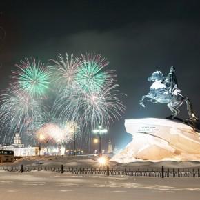 Салют на Новый год начнется в 3:30, праздник на Дворцовой - в 22:00