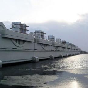 В Кронштадте закрыли дамбу, на Петербург надвигается непогода