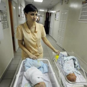 ФМС: к рожающим в Петербурге нелегальным мигранткам относимся лояльно