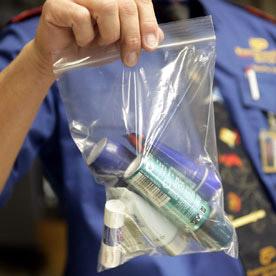 Провоз жидкостей в самолетах в качестве ручной клади оказался под запретом