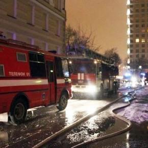 При пожаре в Парголово двое отравились угарным газом, есть погибший