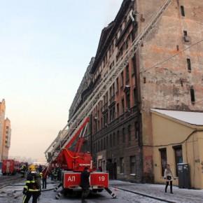 Пожар в полурасселенном доходном доме на Шкапина тушили 20 расчетов
