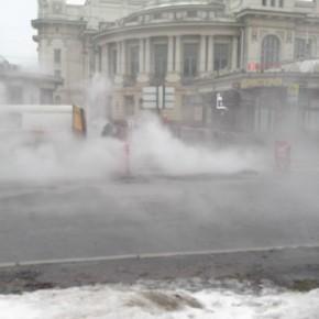У Витебского вокзала снова прорыв теплотрассы и разлив кипятка