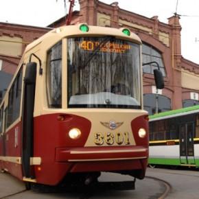По Петербургу начали ходить модернизированные трамваи из старых вагонов