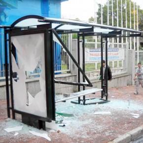 В Петербурге житель Пскова разбил 15 автобусных остановок за 40 минут