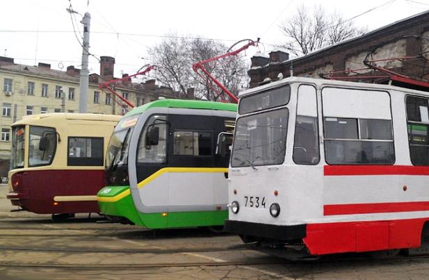ЛМ-68М (на переднем плане) и сделанные на его базе модернизированные трамваи