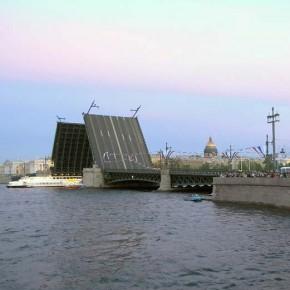 Навигация по Неве и Малой Неве стартовала в Петербурге