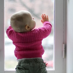На Садовой из окна выпал 2-летний ребенок: врачи оказались бессильны
