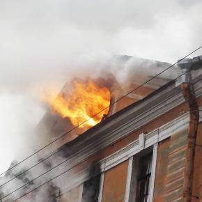 Пожар в Апраксином дворе, охвативший 1500 квадратных метров, потушен