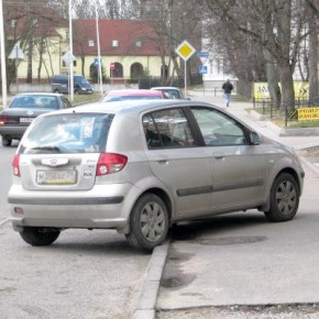 В Петергофе Hyundai двигаясь по тротуару насмерть сбил пешехода