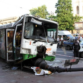 В аварии с автобусом на Невском проспекте в Петербурге пострадали 26 человек