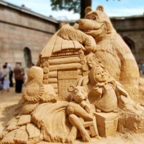 Выставка песчаных фигур открылась в Петербурге на пляже Петропавловки