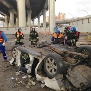 С ЗСД в районе Савушкина с 40-метровой высоты упал автомобиль, водитель погиб