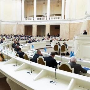 Бюджет Санкт-Петербурга на 2015 год принят с дефицитом в 50 миллиардов