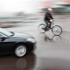 В Петербурге велосипедистка упала в Неву после ДТП на набережной