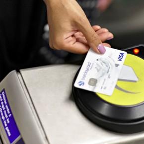 В метро Петербурга появятся турникеты с проходом по банковской карте