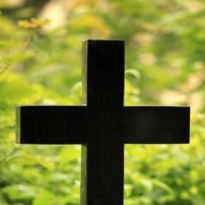 Не ешьте фрукты с кладбища. (Александр Градский). Наркоторговец сбывал зелье на рабочем месте. На кладбище